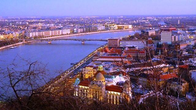 Budapest - image irenne56 via Pixabay