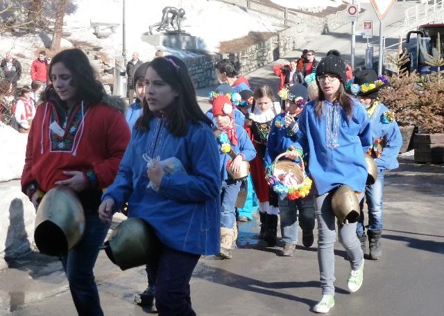 Chalandamarz children procession St Moritz - image Zoe Dawes