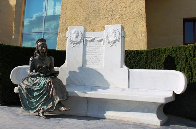 Empress Sissi and Throne Trauttmansdorff Castle Gardens - image Zoe Dawes