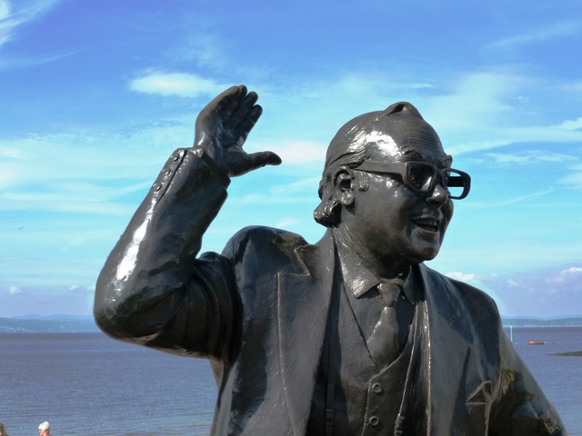 Eric Morecambe statue by Graham Ibbeson