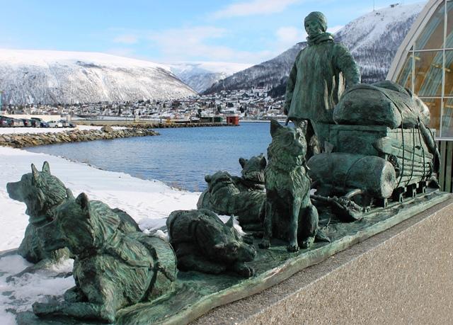 Husky sledge Tromso Norway - image Zoe Dawes