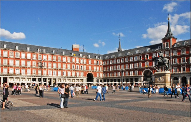 Madrid Plaza Mayor Spain -image Jean-Pierre Dalbera via Fotopedia