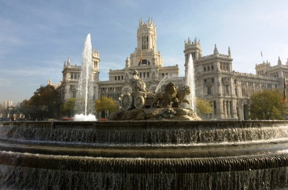 Madrid Post Office and fountain Spain - image via laterooms.com