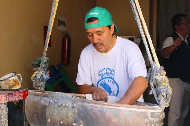 The maker of sweets Quito Ecuador - image Zoe Dawes