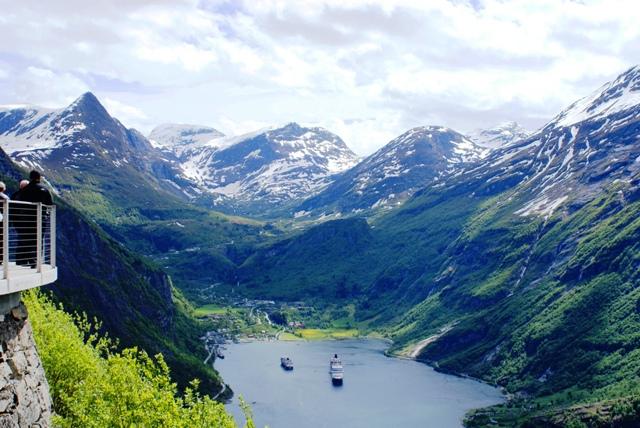 Queen Elizabeth in Geirganger fjord