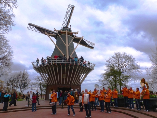 Band & Windmill Keukenhof - by Zoe Dawes