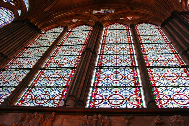 Chapter House medieval stained glass windows Salisbury Cathedral - photo Zoe Dawes www.thequirkkytraveller.com