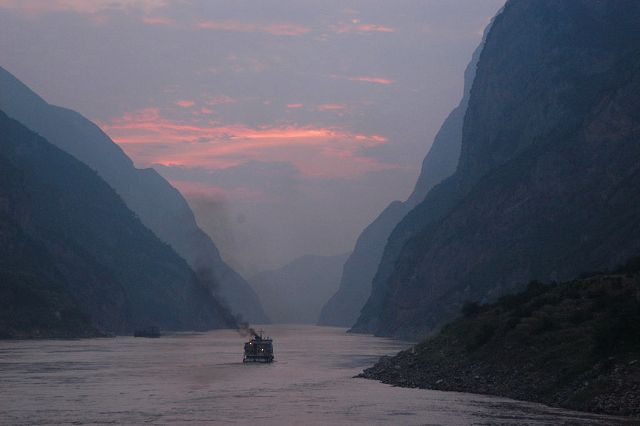 Dusk_on_the_Yangtze_River China - Andrew Hitchcock
