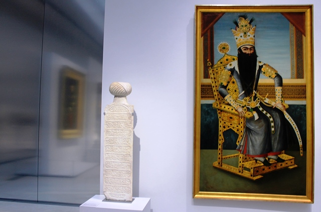 Painting of Fat'h Ali Shah painting and sculpture Louvre Lens - photo Zoe Dawes