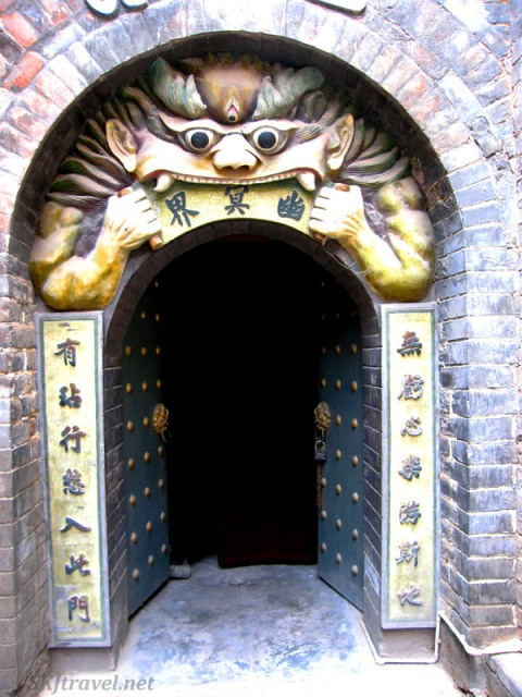 Gao Miao temple - Enter Hell, Zhongwei, China - photo by SKJtraveler