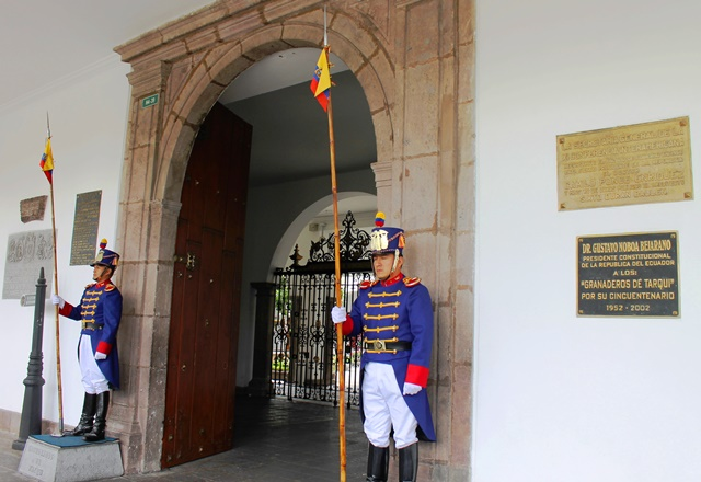Guards outside Government Palace Quito Ecuador - image Zoe Dawes