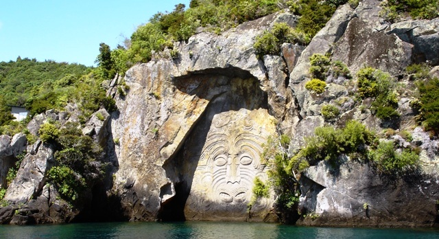 Ngatoroirangi Maori carving on Lake Taupo, New Zealand - photo by Zoe Dawes