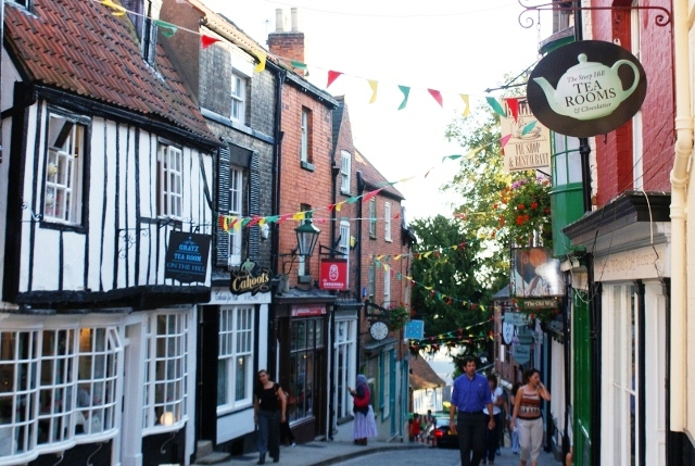 Steep Hill Lincoln - image Zoe Dawes