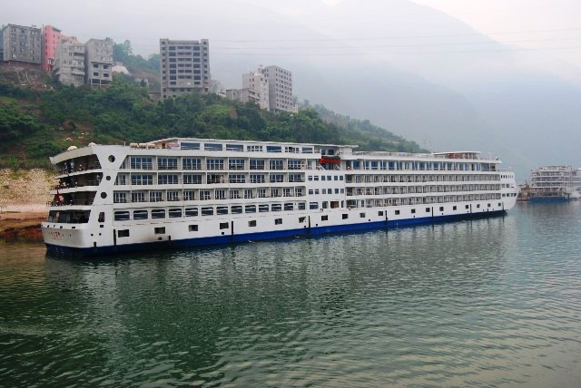 Yangtze 2 River Cruise China - image Keith Kellet